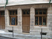 English: The house of Nicolas Flamel, now a restaurant, in Paris.