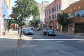 English: The 4th Street Neighborhood is located within the Court Avenue Entertainment District of Downtown Des Moines. Some of the oldest buildings in the city are on 4th street and it plays host to the Downtown Farmer's Market on Saturdays.