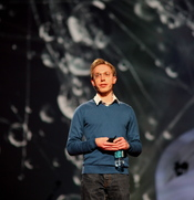 English: Daniel Tammet (born Daniel Paul Corney[1] on 31 January 1979) is a British writer with high-functioning autism and savant syndrome.