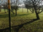 English: Footpath Markers Blaby Golf Centre The footpath splits to offer you a choice of keeping besides the golf course or crossing one or two of the fairways. Marker posts suggest where you should walk to after checking if anyone is about to tee off.