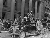 Military personnel and civilians celebrating VE-Day on Sparks Street, Ottawa, Ontario, May 8, 1945 / Militaires et civils qui fêtent le jour de la Victoire, rue Sparks, Ottawa, Ontario, 8 mai 1945