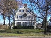 English: The house from the film The Amityville Horror, built circa 1924, at 112 Ocean Avenue, Amityville, New York, United States. By the time this photo was taken, the address had been changed to discourage curiousity-seekers.