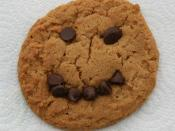 English: Peanut butter cookie with a chocolate chip smiley face