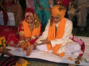 English: Hindu marriage ceremony from a Rajput wedding. Norsk (nynorsk): Rajput-par i ein hinduistisk vigsel.