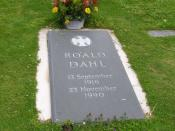 English: The gravestone of author Roald Dahl in the churchyard of the Church of St. Peter and Paul and Great Missenden, Buckinghamshire, England.