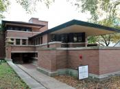 Frank Lloyd Wright's Robie House on the campus of the University of Chicago in Chicago, Illinois. Polski: Frank Lloyd Wright, Robie House w Chicago. Italiano: La Robie House di Frank Lloyd Wright nel campus dell'University of Chicago a Chicago, Illinois.