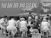 English: A group of doctors and nurses are eating outside. Nanjing, China.