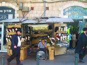 English: Photo by Gilabrand. This is own work. Street scene, Mea She'arim, Jerusalem. Français : Jérusalem - Quartier de Mea She'arim - Ce magasin propose un étal de foulards, tels qu'en portent les femmes de ce quartier religieux ultra-orthodoxes. Il est