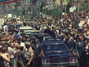 English: Mexican president Gustavo Díaz Ordaz (left) and U.S. President Richard Nixon (right) riding a presidential motorcade in San Diego, California, USA. Español: El presidente mexicano Gustavo Díaz Ordaz (izquierda) con el presidente estadounidense Ri