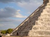 English: Kukulkan at its finest during the Spring Equinox. Chichen Itza Equinox March 2009. The famous descent of the snake at the temple.