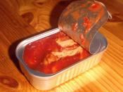 English: Tinned mackerel fillet in tomato sauce, a popular food in Scandinavia and the UK. Norsk (nynorsk): Makrell i tomat i boks, eit vanleg pålegg i Skandinavia og Storbritannia.