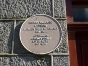 English: Lewis Grassic Gibbon lived here... Memorial to the author on Crown Terrace (actually a brown plaque in Aberdeen).