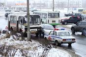 English: Car accident (Russia) Русский: Автомобильная авария на площади Корабелов в городе Северодвинске 25 апреля 2009 года. Автоинспекторы оформляют протокол ДТП