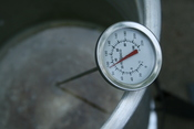 English: A thermometer in a bucket of heated water reading 92 degrees Celsius.