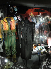 English: Costumes used in the science-fiction movie Blade Runner. The transparent rain coat to the right was worn by Joanna Cassidy (Zhora), the dark suit by Sean Young (Rachael) and the costume to the left by William Sanderson (J. F. Sebastian). Exhibits