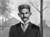 English: Gandhi shortly after arriving in South-Africa, in 1895. Français : Gandhi peu après son arrivée en Afrique du Sud, en 1895.