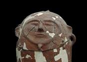 English: Moabite sarcophagus in Jordan Archaeological Museum in Amman, Jordan Français : Sarcophage moabite anthropomorphe en terre cuite au Musée d'archéologie de Jordanie à Amman