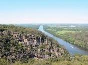 English: Looking north along the Nepean River, from just south of Penrith. The bridge is where the freeway crosses the river. Demonstrating the exit from the Nepean Gorge anticedent entrenched meander.