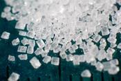 English: Macro photograph of a pile of sugar (saccharose)