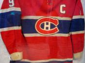 English: Montreal Canadiens jersey worn by Maurice Richard during his final NHL season in 1959-60 on display at LiveCity Downtown during the 2010 Winter Olympics in Vancouver.