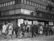 English: Demonstration in Helsinki against the Soviet-led invasion of Czechoslovakia in August 1968. Français : Manifestation à Helsinki contre l'invasion de la Tchécoslovaquie par les troupes du pacte de Varsovie en aout 1968. Suomi: Tšekkoslovakian mieh