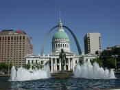 English: The Old Courthouse from Kiener Plaza