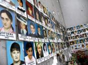 English: Photos of the victims at Beslan school number 1 Русский: Фотографии погибших