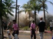 English: A picture of the 2004 tsunami in Ao Nang, Krabi Province, Thailand. Français : Image montrant le raz-de-marée de 2004 à Ao Nang, en Thaïlande. Italiano: Una fotografia del maremoto dell'Oceano Indiano ad Ao Nang, in Tailandia. Español: Imagen del