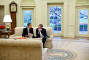English: President Barack Obama meets with Jon Favreau, Director of Speechwriting in the Oval Office to review a speech April 14, 2009. Official White House Photo by Pete Souza. Français : Le président Barack Obama discute avec Jon Favreau, le directeur d