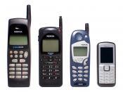 Español: Evolución de tamaño de los teléfonos móviles Nokia, de izquierda a derecha: Nokia 638 (19,06cm de alto), Nokia 2160 EFR (16,42 cm), Nokia 5160 (14,84 cm), Nokia 6070 (10,5 cm)