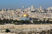 English: Jerusalem, Dome of the rock, in the background the Church of the Holy Sepulchre Deutsch: Jerusalem, Felsendom, im Hintergrund die Grabeskirche