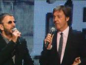 English: Ringo Starr - and Paul McCartney introducing The Beatles: Rock Band video game at the 2009 E3 Convention as part of Microsoft's press conference on June 1, 2009. Français : Ringo Starr - et Paul McCartney présentant le jeu vidéo The Beatles: Rock