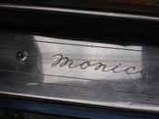 Monica 1973 - Schriftzug im Türausschnitt