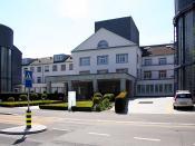 Deutsch: Haupteingang der Privatklinik Hirslanden in Zürich beim Balgrist