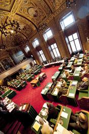 De vergaderzaal van de Eerste Kamer tijdens het debat over de regeringsverklaring.