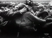 English: Dunkirk rescued French troops disembarking in England (1940). Screenhot taken from the 1943 United States Army propaganda film Divide and Conquer (Why We Fight #3) directed by Frank Capra and partially based on, news archives, animations, restage