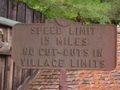 English: Antique New Hampshire speed limit sign. On display at Clark's Trading Post, Lincoln New Hampshire.