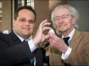 Nederlands: 7 mei 2010 - Eerste slag van het 'Max Havelaar Vijfje'. Minister De Jager hield een toespraak bij de ceremoniële eerste slag door Harry Mulisch. De munt werd uitgegeven ter gelegenheid van het feit dat het in 2010 150 jaar geleden is dat het b