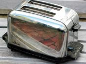 This is a two slice Sunbeam toaster.