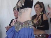 English: A belly dancer at the Pacific Coast Fog Fest in Pacifica, CA, USA.