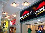 Français : Un MacDonald's, un KFC et un Pizza Hut aux Émirats arabes unis