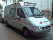 English: An ambulance of the Ecuatorian Red Cross in Cuenca, Ecuador. Español: Una ambulancia de la Cruz Roja Ecuatoriana en Cuenca, Ecuador.