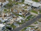 English: Aerial image of destroyed homes in Punta Gorda (USA), following hurricane Charley. Français : Image aérienne montrant les dégâts dus au cyclone Charley à Punta Gorda, aux États-Unis.