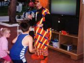English: Francis as Bobo in Cala blanca entertaining kids Español: Francis de Bobo en Calablanca animando a los crios