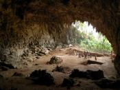 English: Cave where the remainings of ' where discovered in 2003, Lian Bua, Flores, Indonesia [2007]. Français : Caverne de Liang Bua où les restes de l'Homme de Flores (Homo floresiensis) ont été découverts en 2003. Flores, Indonésie.
