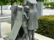 English: Woman And Child, Lothian Road Sculpture of Woman And Child by Anne Davidson from 1986. The statue celebrated Edinburgh's stand against the apartheid system in South Africa at the time of the imprisonment of Nelson Mandela and fighting in Soweto t