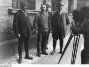 Murderer Fritz Haarmann (middle) with police detectives, November 1924