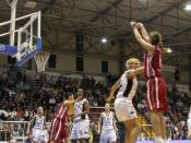 Sara Giauro shoots a three-point shot, FIBA Europe Cup for Women Finals 2007