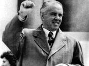 English: Enver Hoxha at the top of his power Česky: Enver Hodža na vrcholu sil
