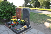 English: Graves of Bruce Lee and Brandon Lee, Lake View Cemetery, Seattle, Washington.